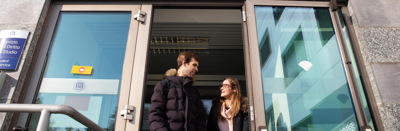 Studenti entrano nel Dipartimento Giurisprudenza