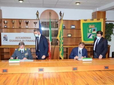 Firma accordo autorità UniBg-GdF